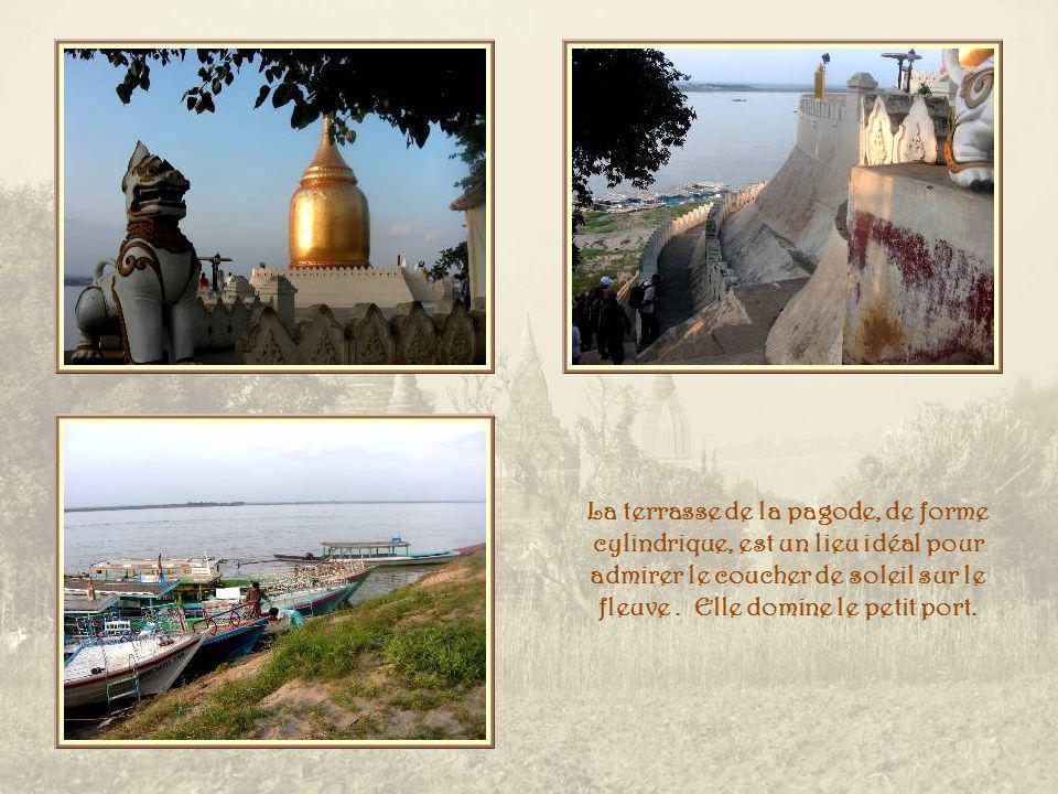 A Old-Pagan, la pagode Bu-Hpaya qui domine la rivière Ayeyarwaddy.