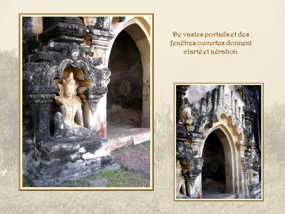 Schwe Gu Gyi Phaya ( Grande cave dOr ) Dans la partie du vieux palais, dont on voit les ruines du XIe siècle, se dresse ce temple, construit en sept mois, en 1131.