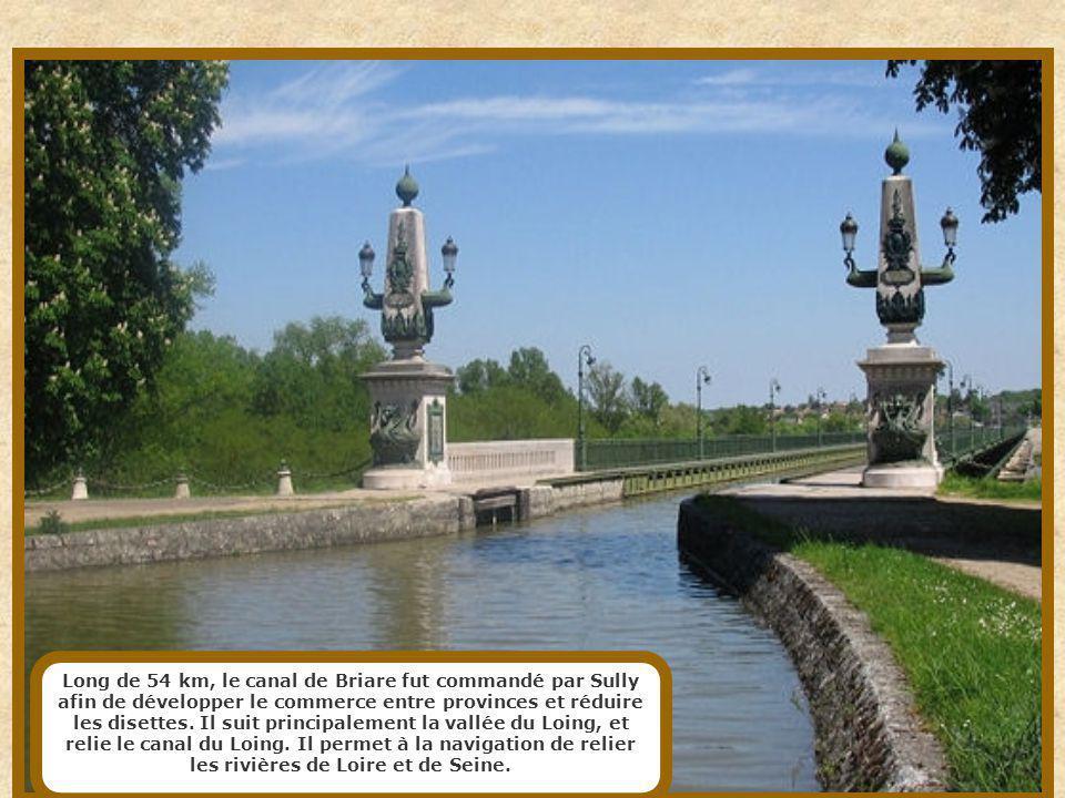 Petit canal de seulement 4,55 km de long, le canal Saint-Martin est situé dans les Xe et XIe arrondissements de Paris, reliant le bassin de la Villett