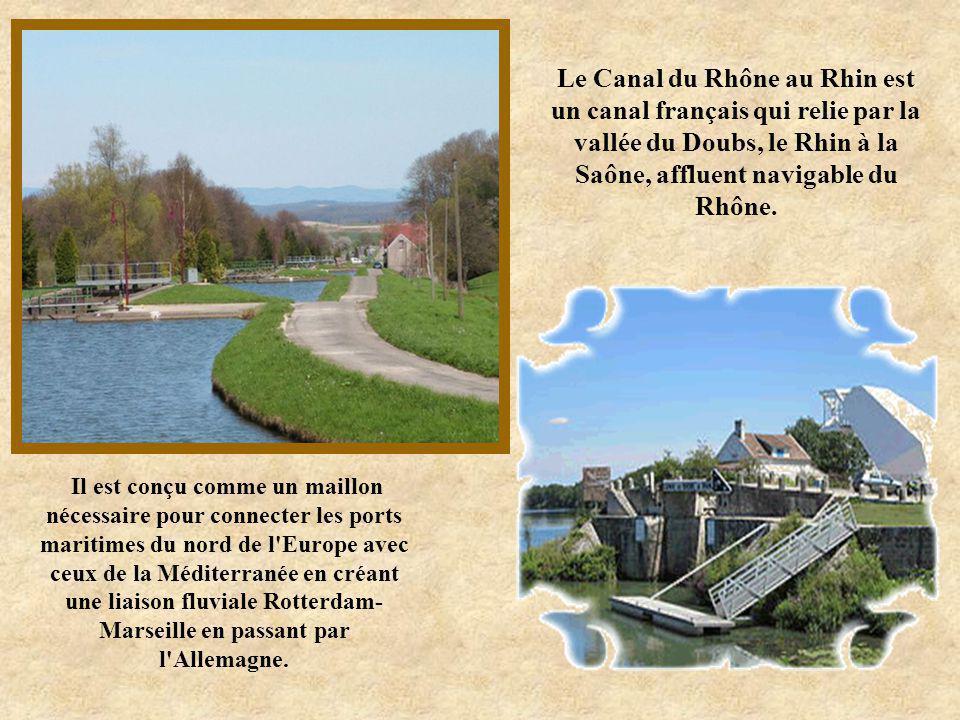 Reliant le bassin de la Loire à celui de la Seine par l'intermédiaire de la rivière Yonne, le canal du nivernais, avec ses 174 km de longueur, est exc