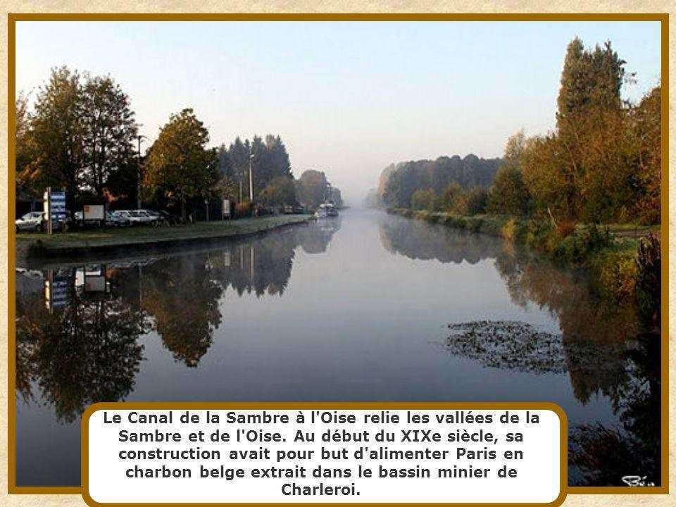 Canal du Bassin parisien long de 130 km qui suit le cours de l'Ourcq, avant de s'en séparer à Mareuil-sur-Ourcq, le canal de l'Ourq se termine dans le