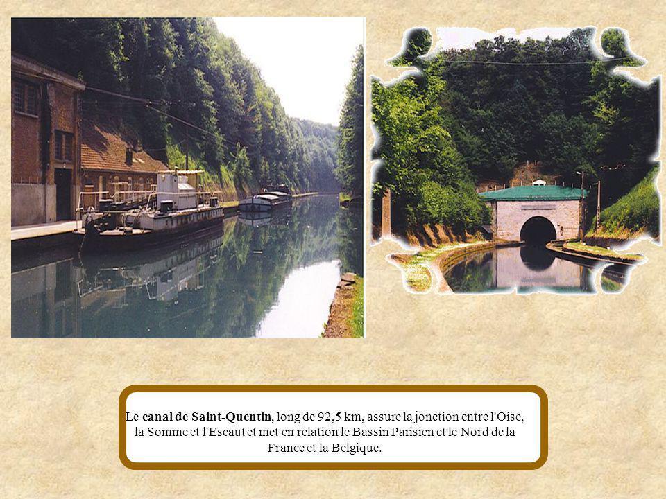 Le Canal de la Sambre à l'Oise relie les vallées de la Sambre et de l'Oise. Au début du XIXe siècle, sa construction avait pour but d'alimenter Paris
