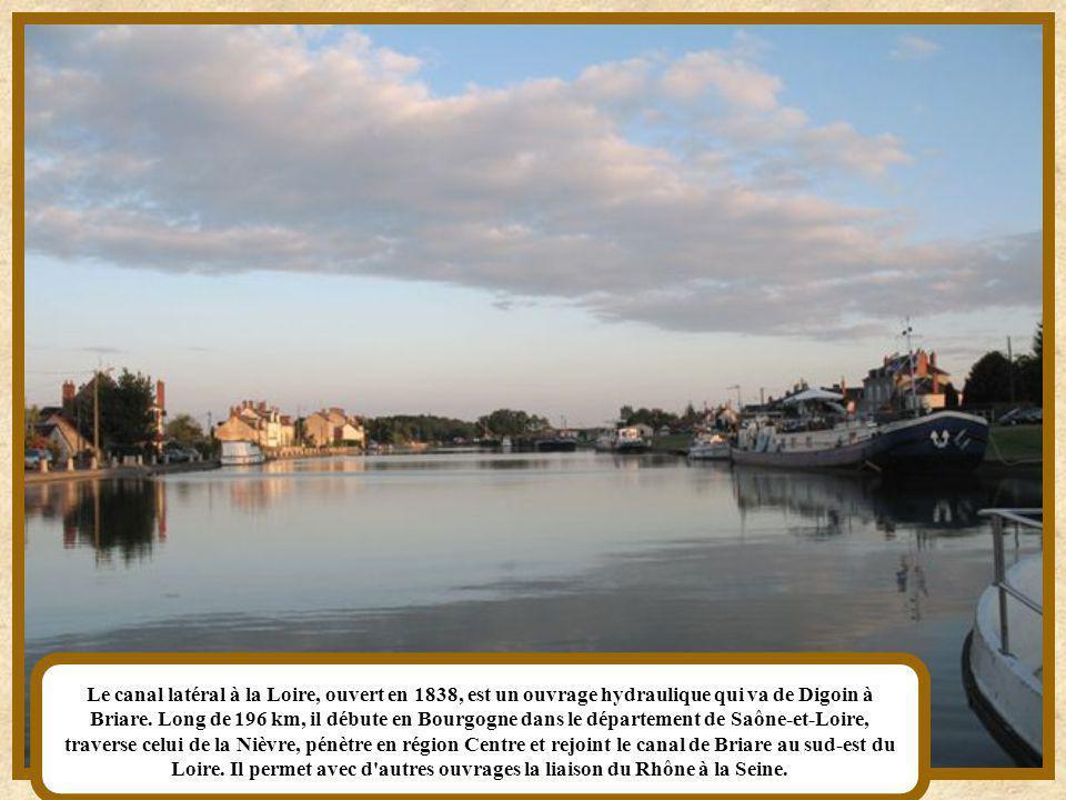 Le canal de l'Est est un canal français qui relie la Meuse et la Moselle à la Saône. Il commence à Givet, en Champagne-Ardenne, se confond sur 20 km a