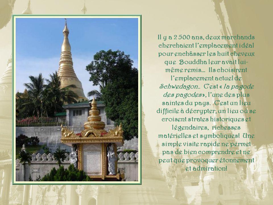 Les pieds de ce bouddha portent 108 marques sacrées.