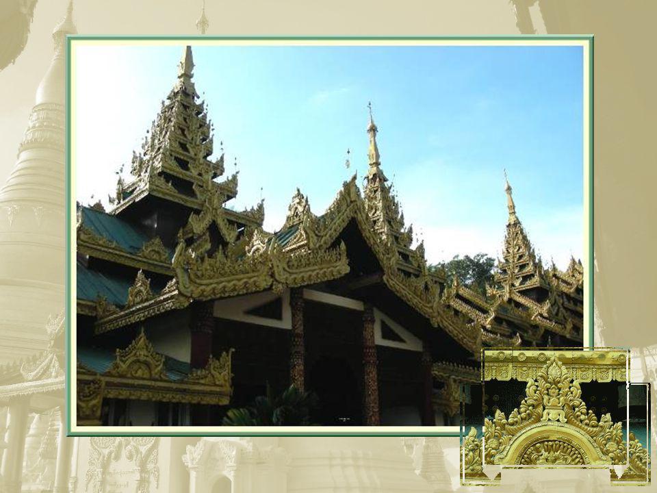 Il y a 2 500 ans, deux marchands cherchaient lemplacement idéal pour enchâsser les huit cheveux que Bouddha leur avait lui- même remis… Ils choisirent lemplacement actuel de Schwedagon..