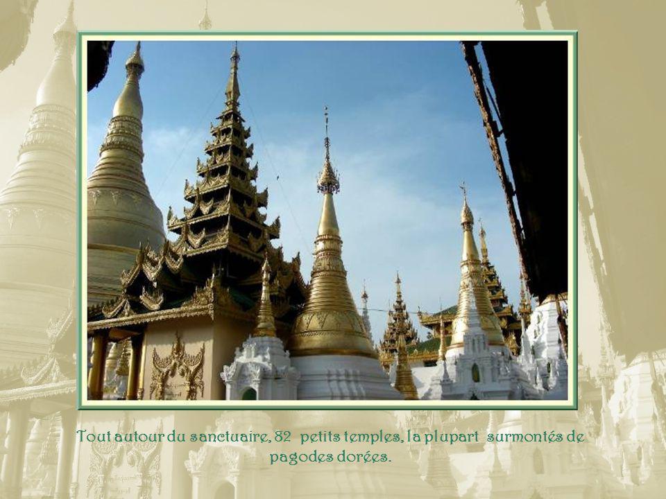 Les fresques représentent des scènes de la vie de Bouddha.