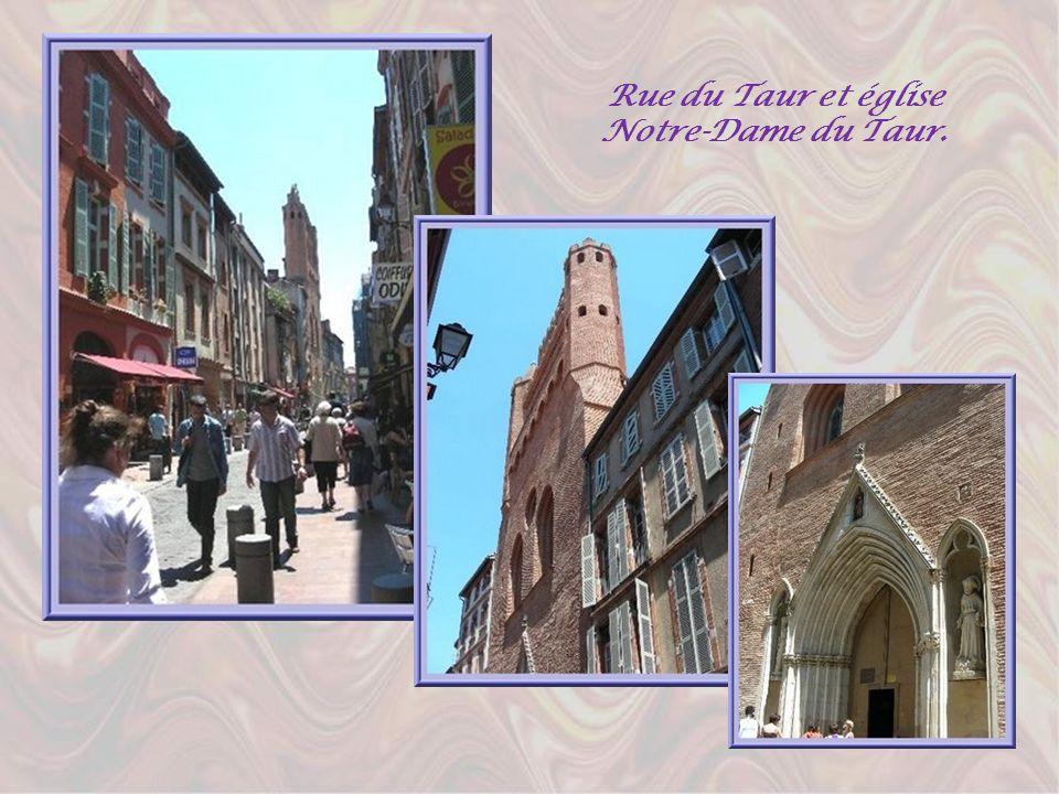 La rue du Taur qui relie la place du Capitole à la basilique St-Sernin, évoque le martyr de ce saint qui y fut traîné par un taureau alors quelle étai