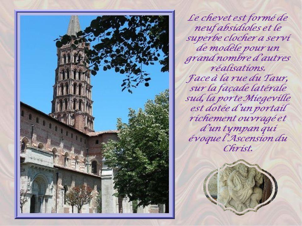 Cest au IIIème siècle que saint Saturnin, refusant de renier sa foi, fut traîné par le taureau et expira sur la place actuelle du Capitole. Au XIème s