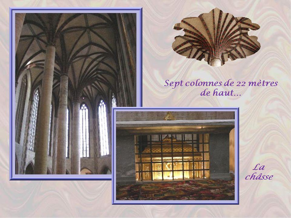 Léglise des Jacobins érigée au XIIIème siècle, est une splendeur du gothique méridional. Lintérieur fascine par sa légèreté aérienne et la hardiesse d