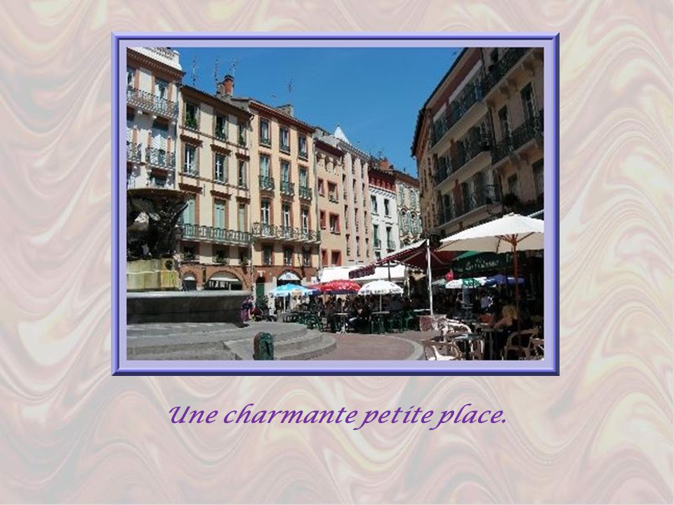 Sa couleur vient de lutilisation abondante de la brique fournie par la plaine alluviale de la Garonne. Ses vieux quartiers du centre, à peu près resté