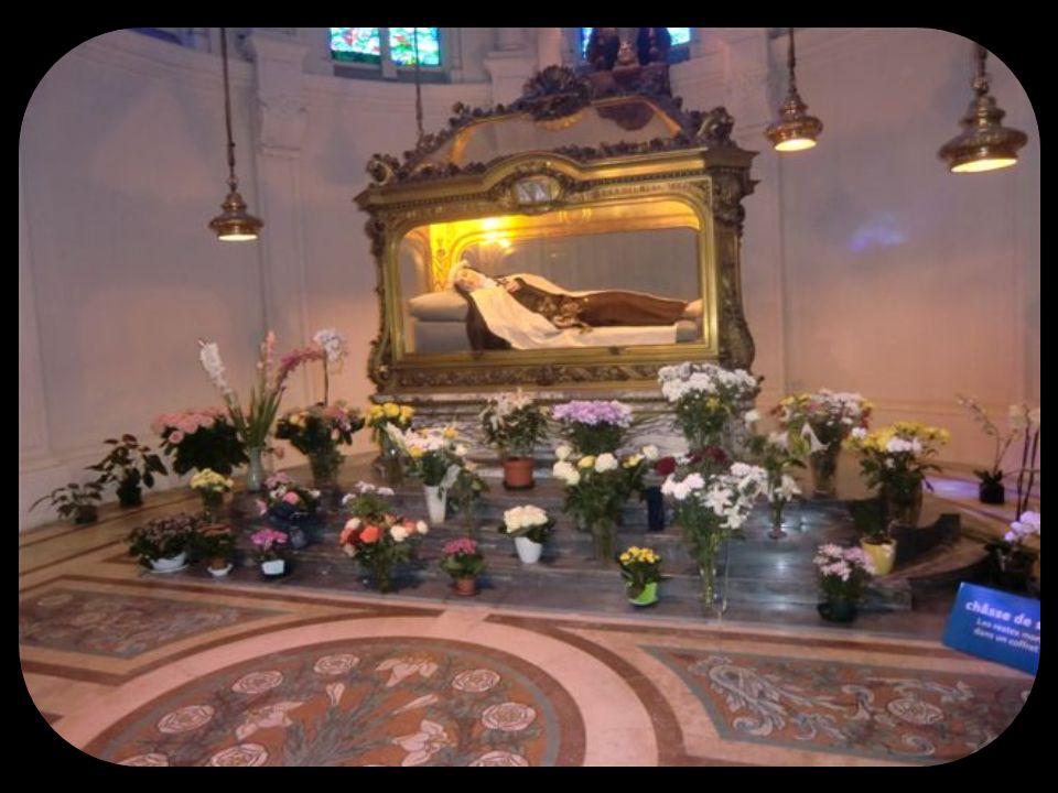 Le Carmel où a vécu et sest sanctifiée Ste Thérèse de lEnfant Jésus.