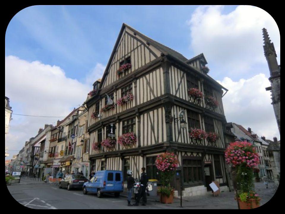 Vernon La ville fut créée au Xième siècle par Rollon, premier Duc de Normandie.