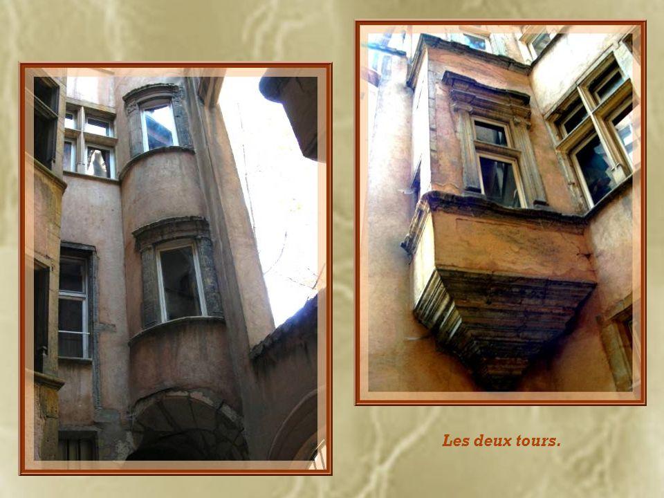 Passage et cour de la maison de lOutarde dOr.