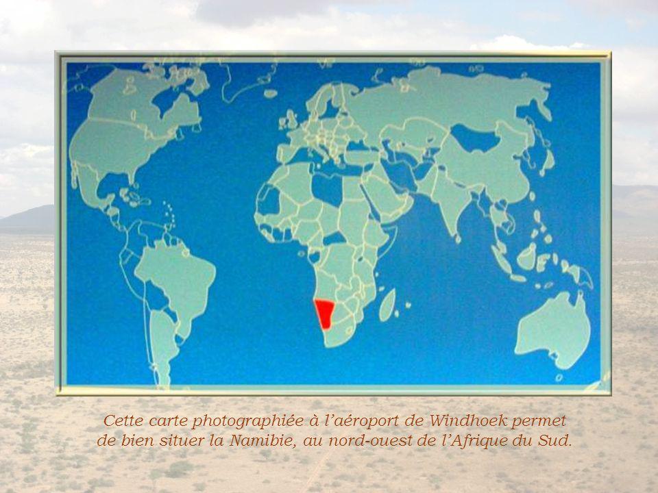 Cette carte photographiée à laéroport de Windhoek permet de bien situer la Namibie, au nord-ouest de lAfrique du Sud.