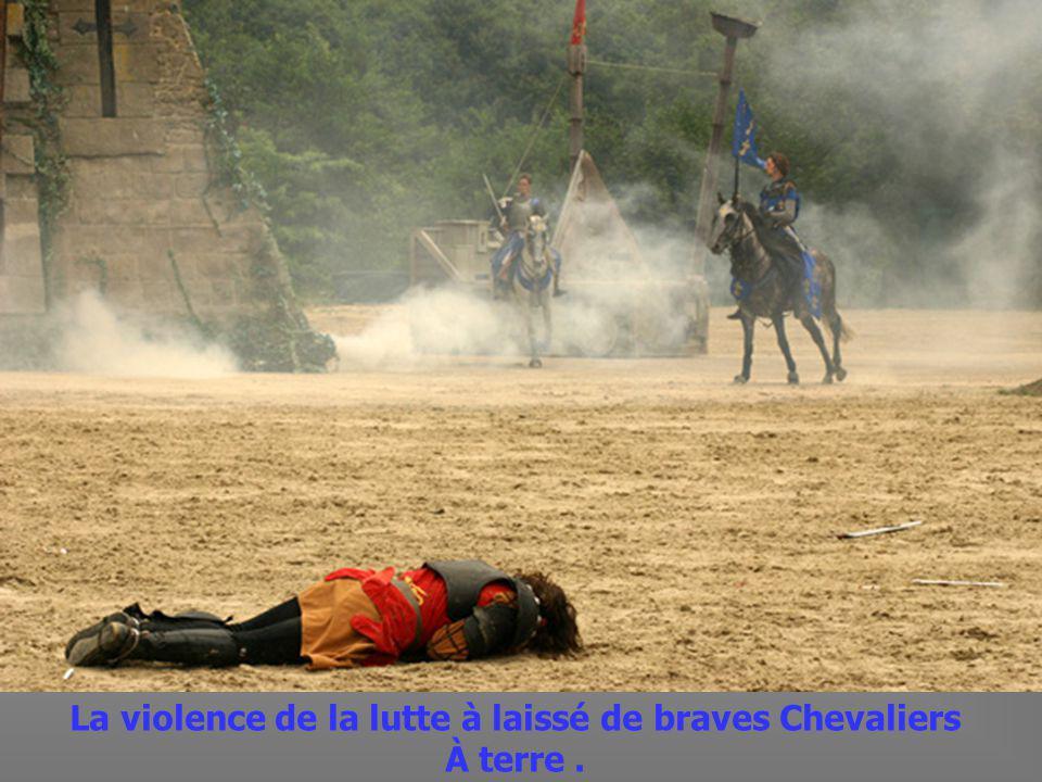 Chevaliers saffrontant en tournois pour lhonneur dIsabeau du Puy du Fou.