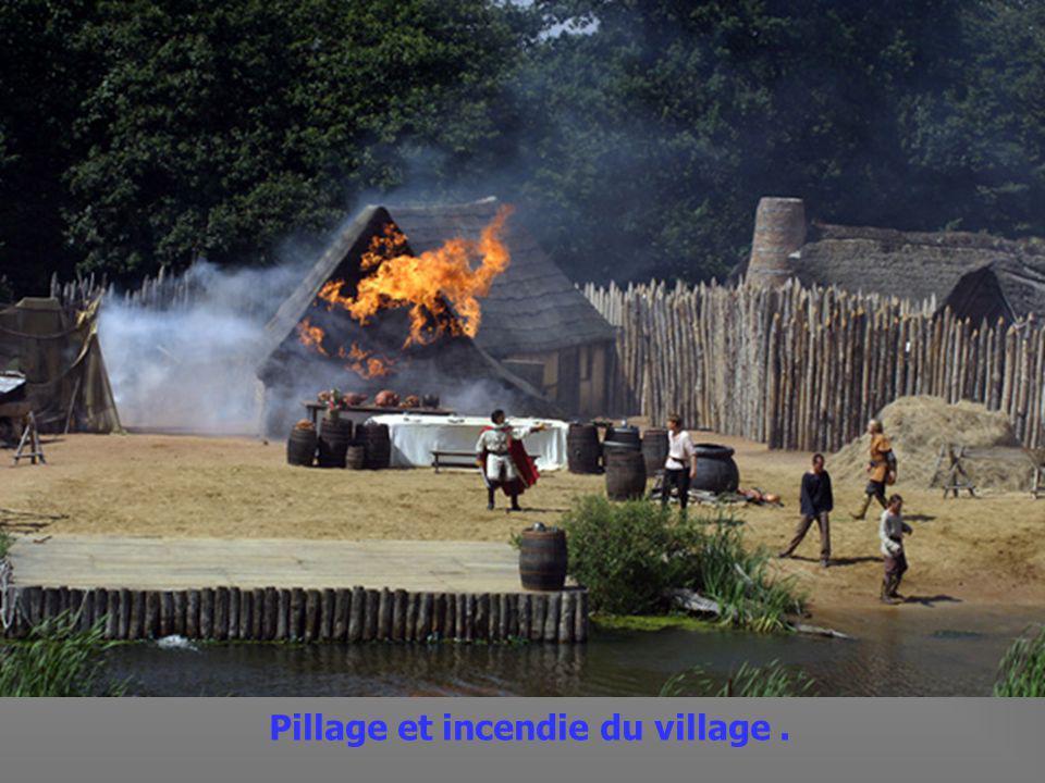Les moines de Noirmoutiers fuient avec les Reliques du fondateur Saint Philibert.