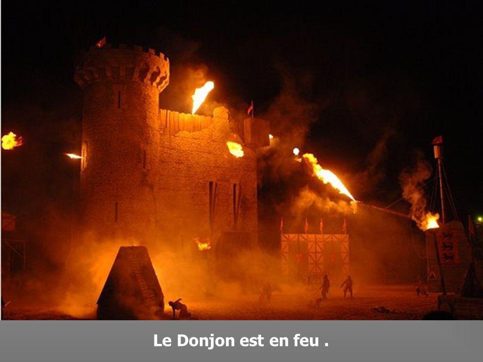Pillage et incendie du village.
