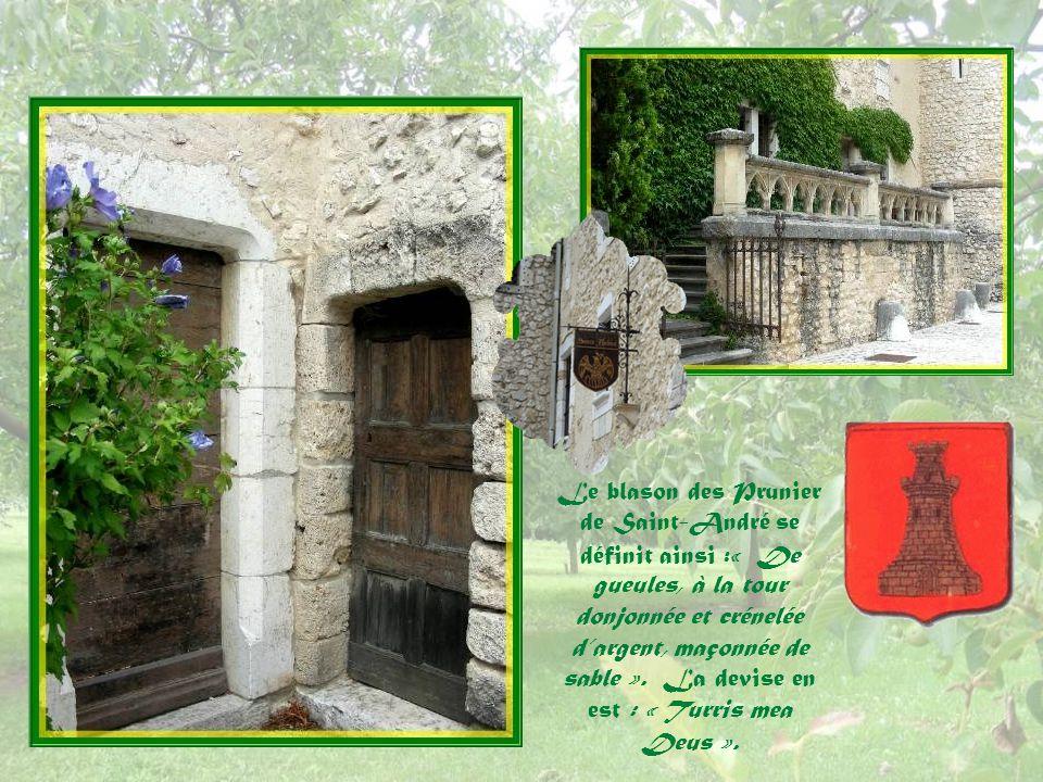 Monsieur Bernard Peigné, docteur en architecture et passionné dart, propriétaire de la partie à lest de 1970 à 2009, en a fait une belle demeure seigneuriale mais, malheureusement, il ny a plus de visites organisées… Le château a été agrandi en 1680.