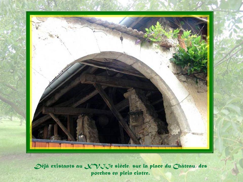 Il est à noter que, contrairement à la coutume, ce cadran solaire, réalisé par Monsieur Peigné, a été conçu pour représenter lheure exacte du village et non lheure basée sur le GMT.
