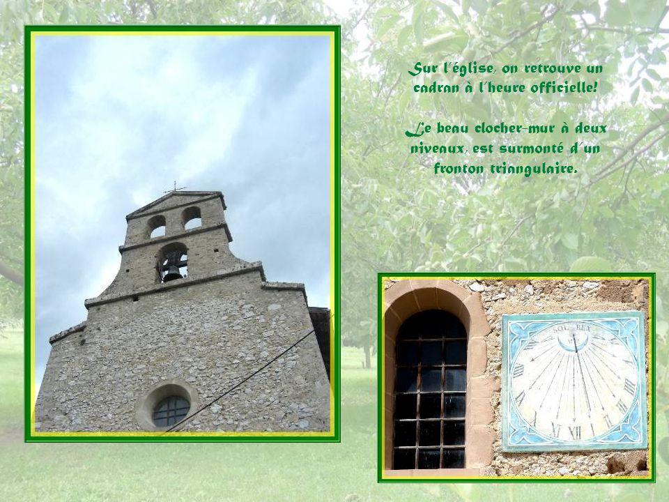 Déjà existants au XVIIe siècle, sur la place du Château, des porches en plein cintre.