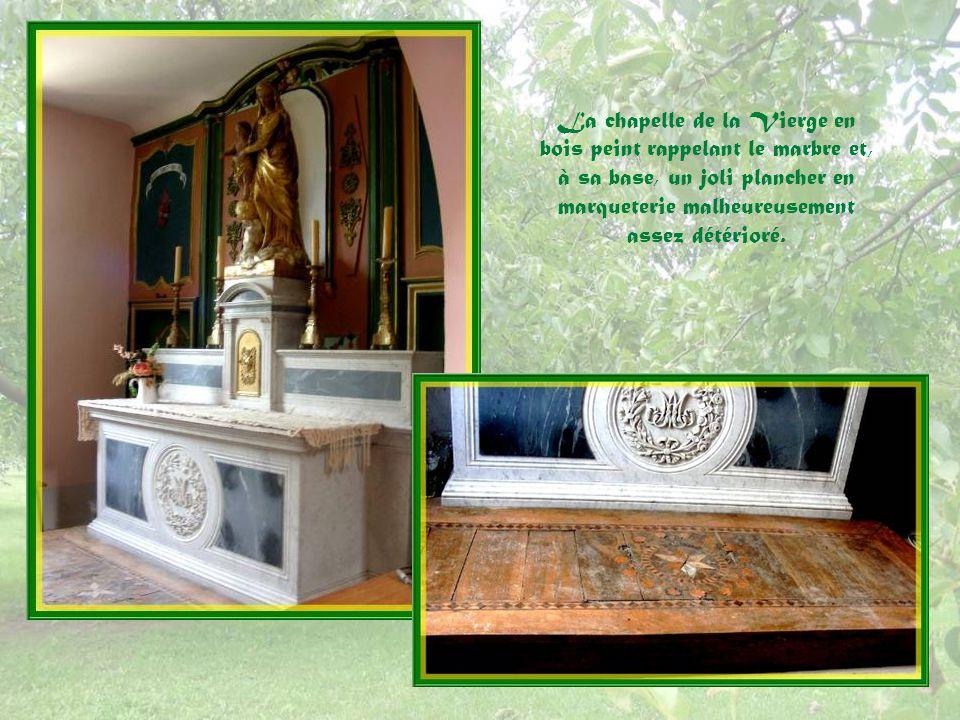 Ci-dessous, une statue de SaintSulpice en bois polychrome du XVIIIe siècle rappelle les pèlerinages à ce saint, depuis le XIIIe siècle.
