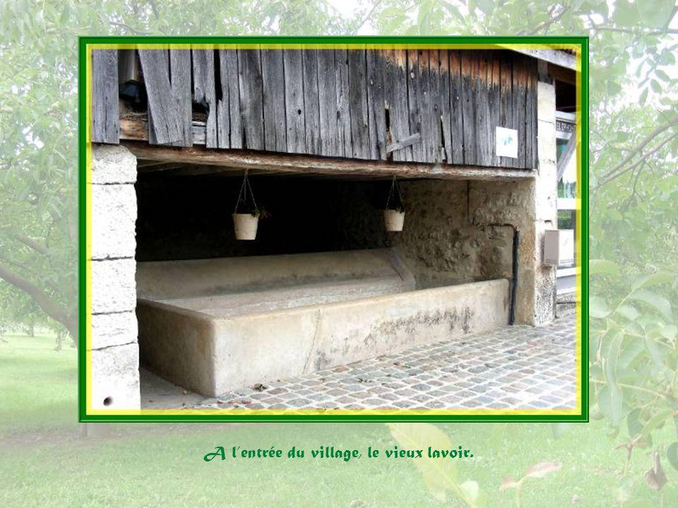 Remarquée en repassant par la place du Château, cette boîte à lettres originale!