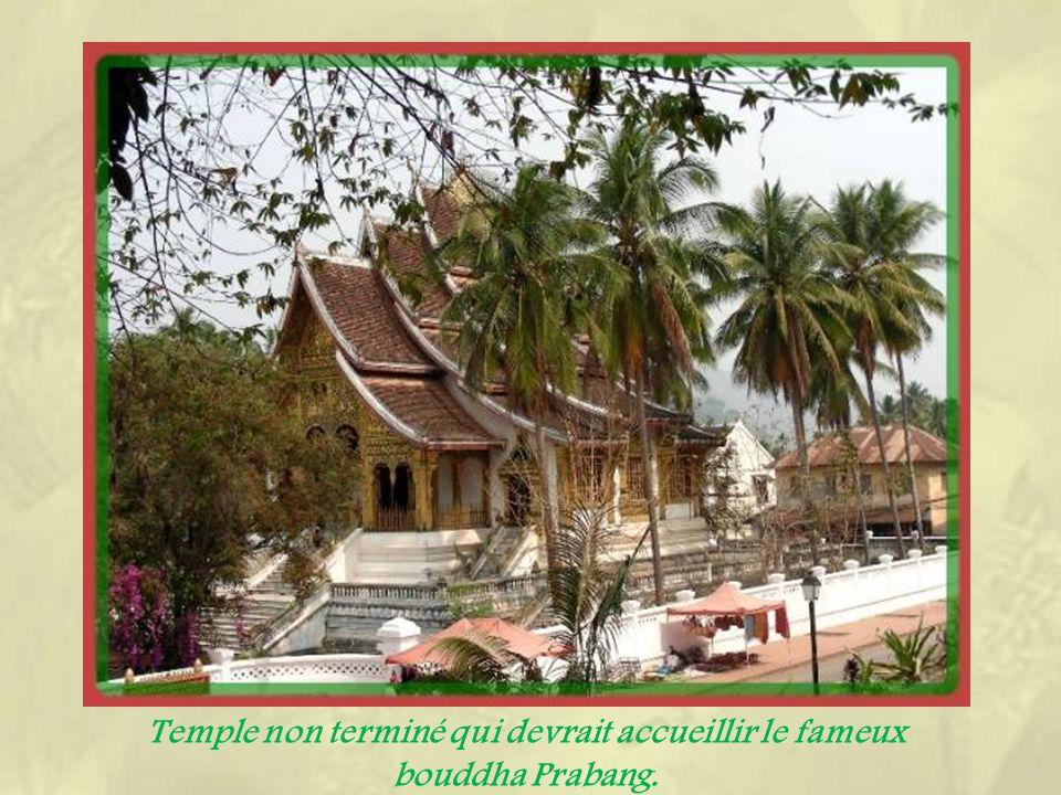 Léléphant à trois têtes est le symbole des trois royaumes ayant formé le Laos.