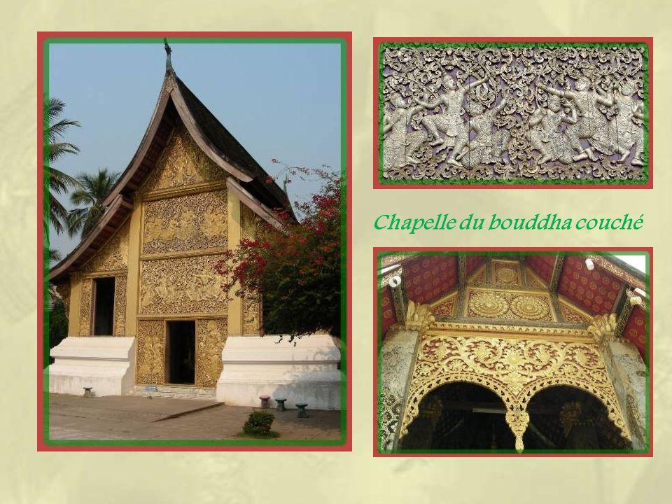 Le Wat Xieng Thong est constitué de lensemble dédifices le plus riche de la ville.