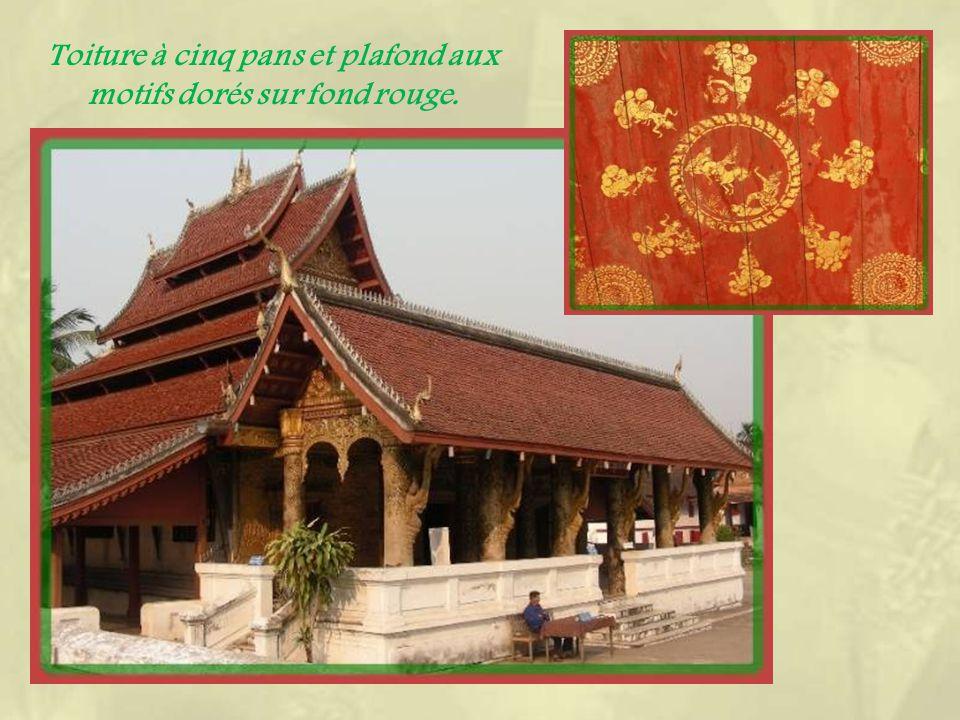 Luang Prabang est exceptionnelle par sa concentration de temples dans un petit périmètre.