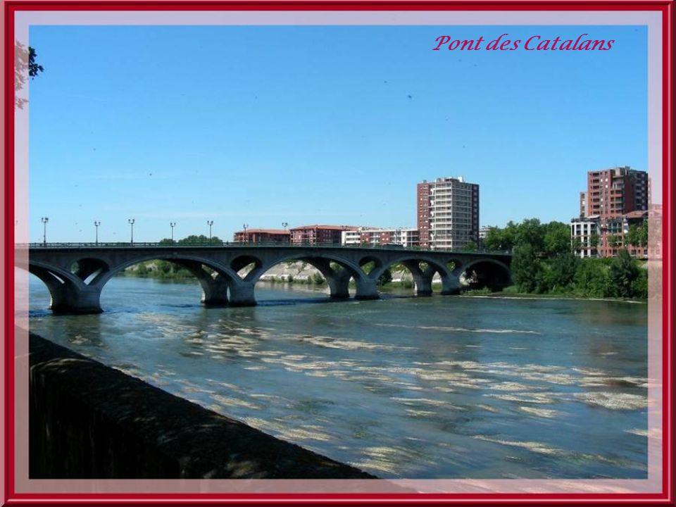 La rive droite près du pont des Catalans.