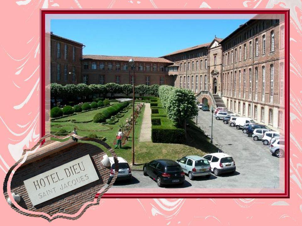Situé près du Pont Neuf, voisin de lancien Hôpital de La Grave, lHôtel-Dieu Saint- Jacques abrite le siège des Hôpitaux deToulouse et les Directions Fonctionnelles.