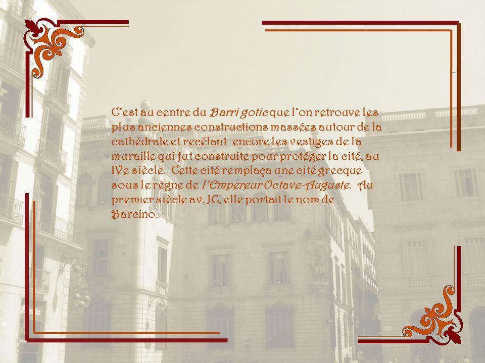 Eglise dédiée à la Vierge de la Mercé, lune des saintes vénérées à Barcelone. Elle semble sous la garde de la statue du Duc Ramon Medinacelli qui orne