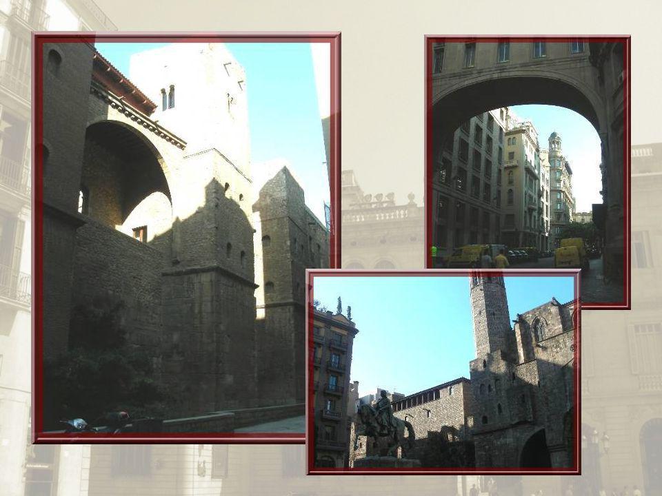 En haut, à gauche, les vestiges du mur romain. Tout autour, différents palais dont le Paleu épiscopal.