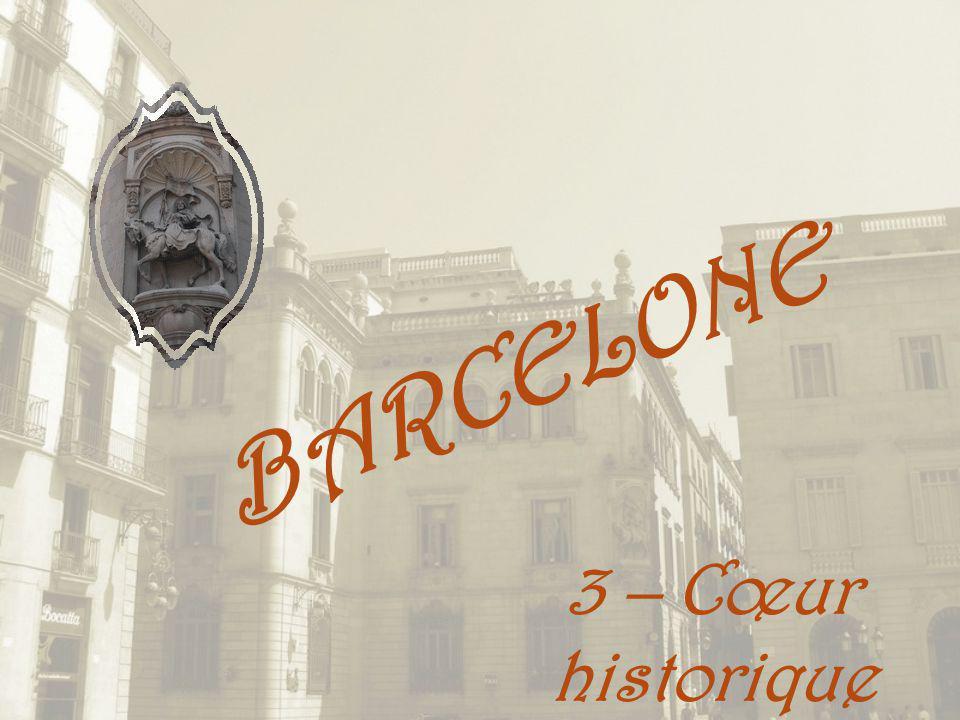 Des constructions nettement gothiques mais aussi dautres qui sont décorées de motifs baroques.