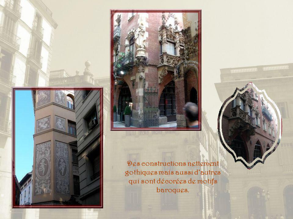 Jouxtant la cathédrale, la Canonja ou Casa Pia Almoina est lancienne maison de charité du XIe siècle. On y distribuait chaque jour de la nourriture à