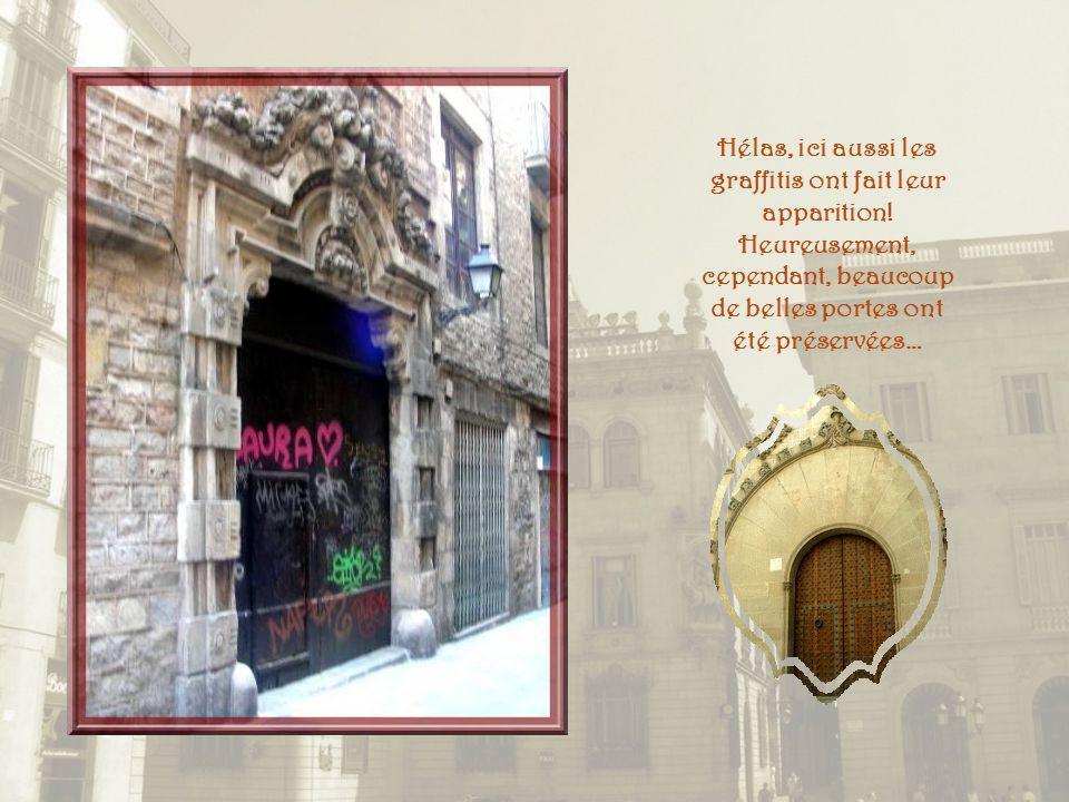 Petite rue qui borde lHôtel de Ville et Jaume le Conquérant qui a donné son nom à la place où se retrouvent les sièges dadministration civile et polit