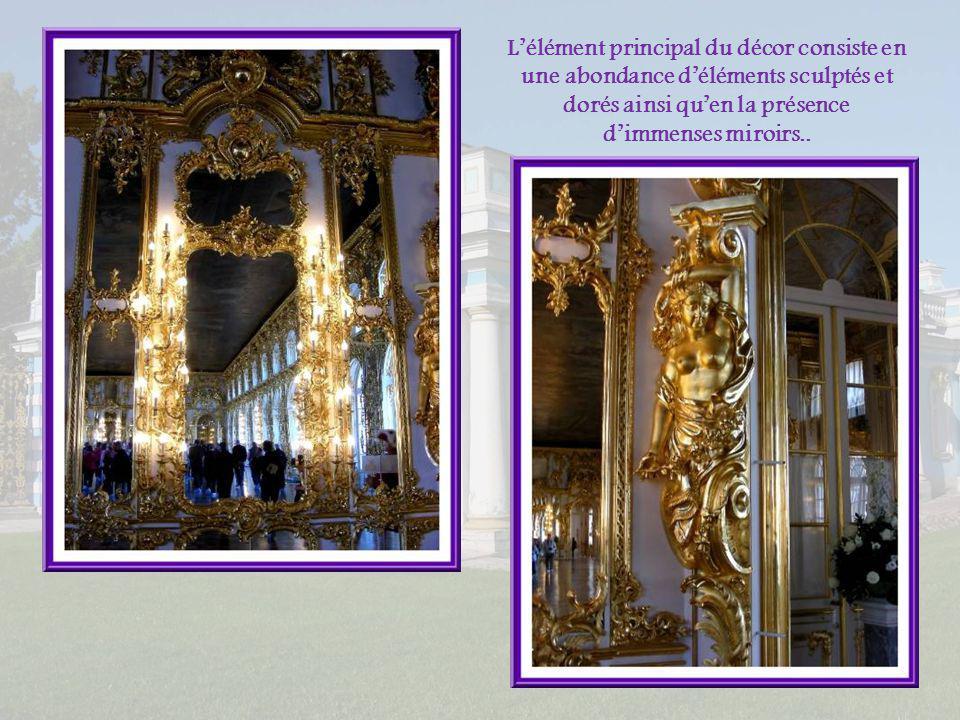 La Grande Salle du Trône occupe un immense espace. Elle revêt un caractère de grandeur et de solennité. Elle est largement éclairée grâce à des fenêtr