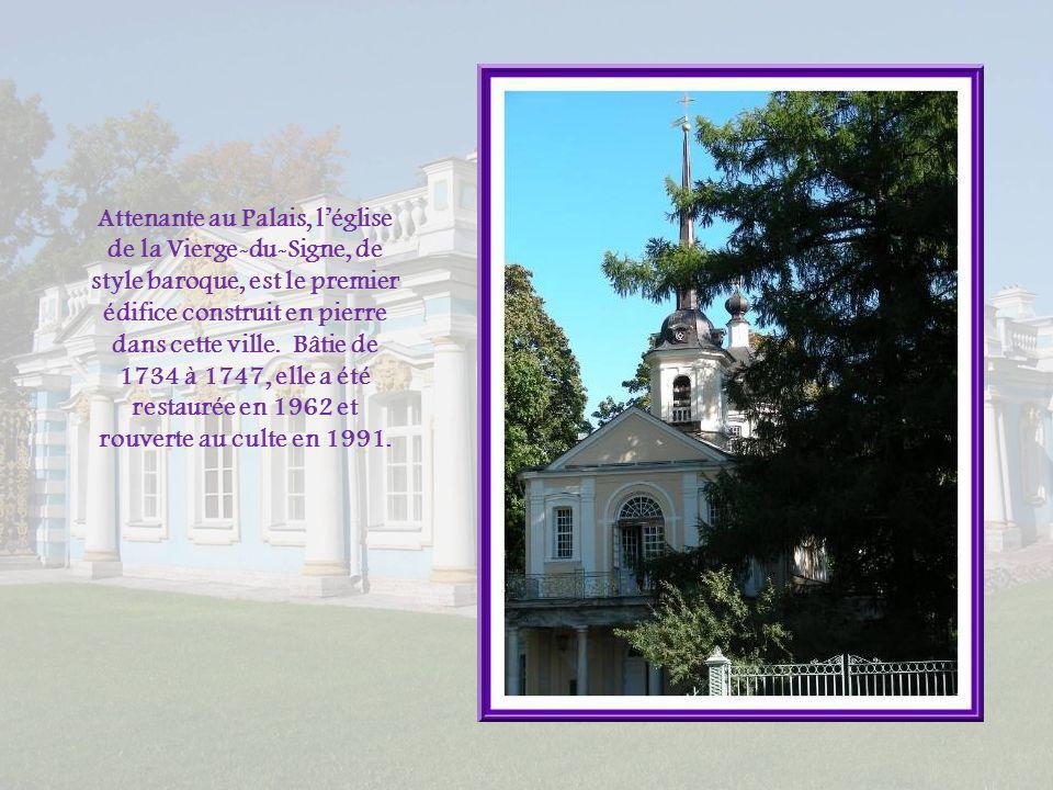 Située à 25 km au sud de Saint-Pétersbourg, Tsarskoïe Selo fait partie de cette agglomération. Elle a pris le nom officiel de Pouchkine, en 1937, en m