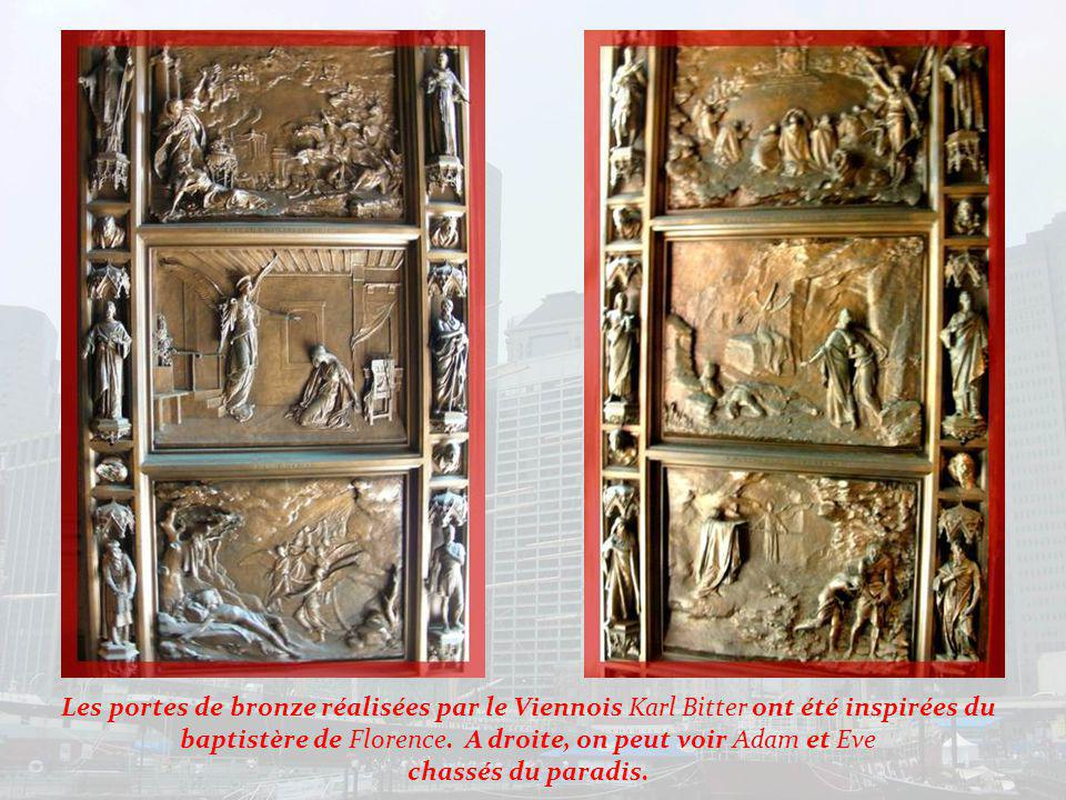 En arrière de léglise ces plaques à la mémoire des révolutionnaires enterrés sous lédifice à la fin du XVIIIe siècle…