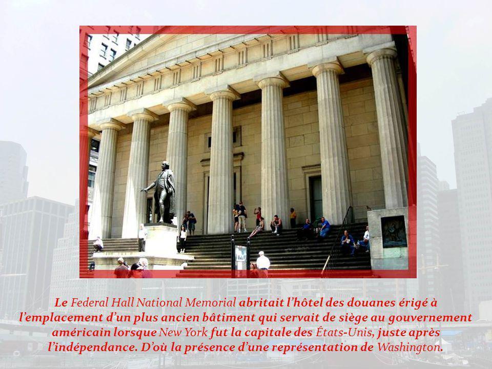 Face à Trinity Church samorce Wall Street.