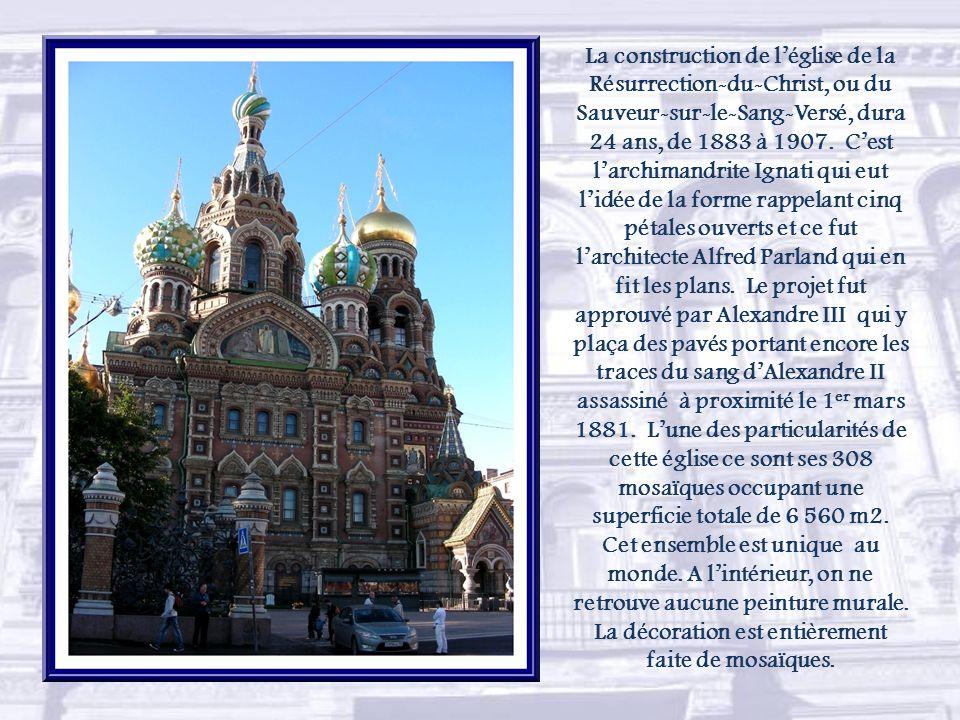 Linstitut Smolny, adjacent au couvent, fut fondé par Catherine la Grande.