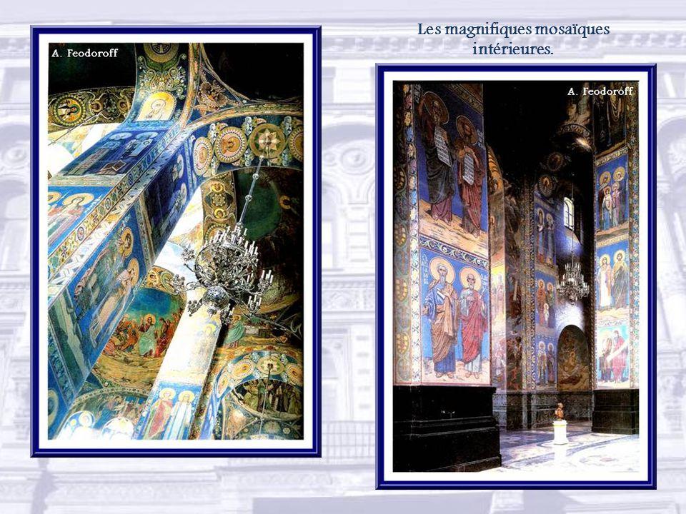 La construction de léglise de la Résurrection-du-Christ, ou du Sauveur-sur-le-Sang-Versé, dura 24 ans, de 1883 à 1907.