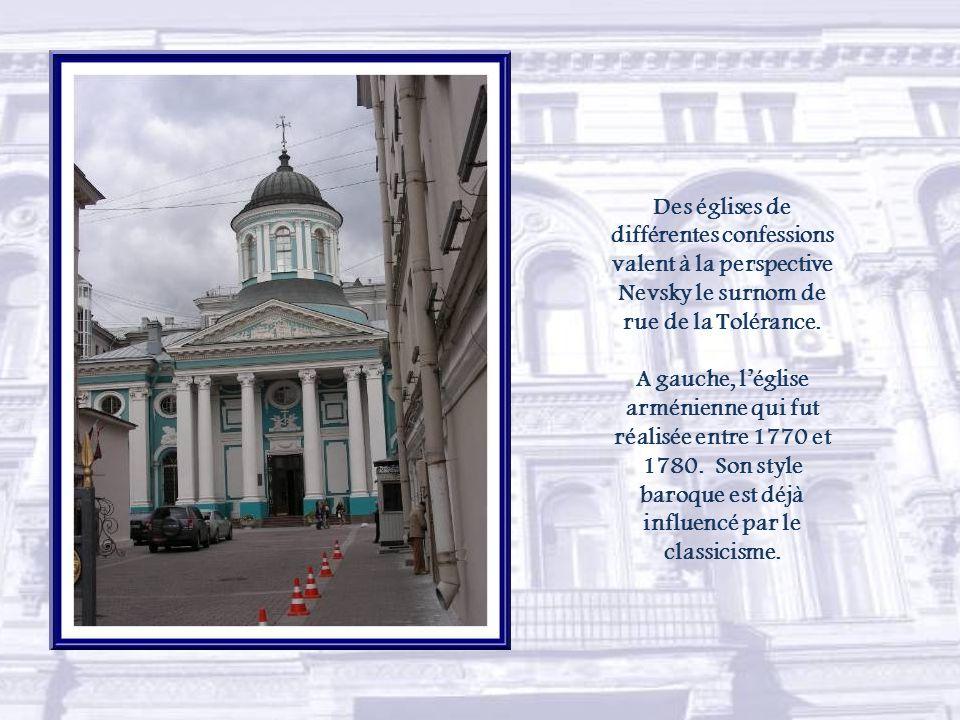 Très droite, la Perspective Nevski file jusquà lAmirauté, en bordure de la Neva.