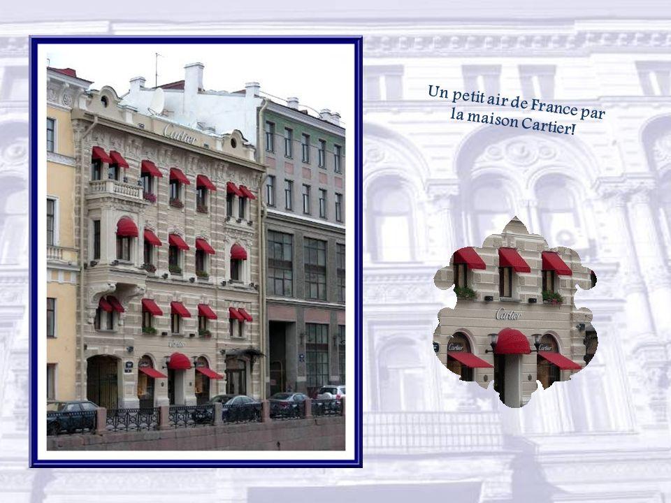Le palais Stroganov a été réalisé dans le style baroque par Bartolomeo Rastrelli entre 1752 et 1754.