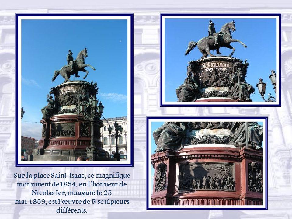 Le palais Mariïnski (Marie) où siège de nos jours, le Conseil dEtat, fut offert en cadeau de mariage à Maria Nikolaïevna par son père Nicolas Ier dont elle était la fille aînée.