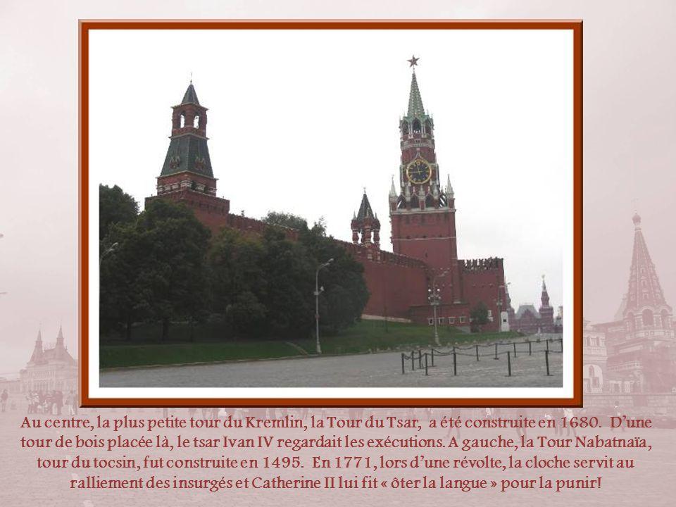 La Tour Nikolskaïa, Tour de Nicolas, constitue lun des points d'entrée du Kremlin à partir de la Place Rouge. Elle est située à proximité du Musée His