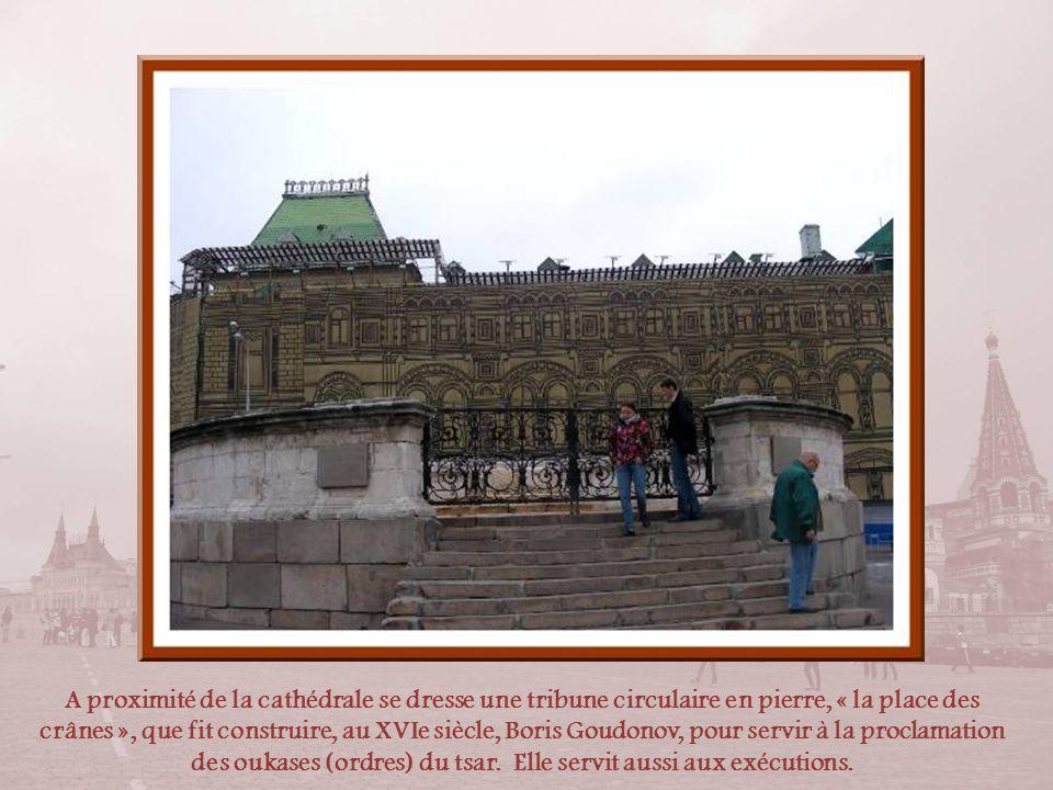 Monument à Minine et Pojarski Ce monument fut déplacé lors de lérection du mausolée de Lénine.