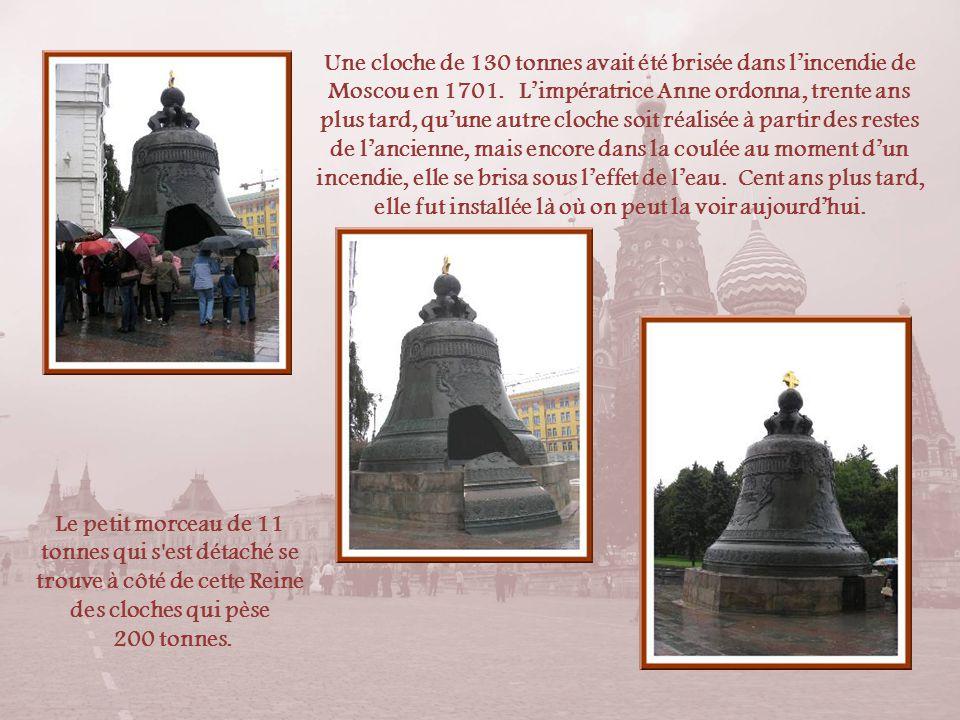 Léglise de la-Déposition-de-la-Robe-de-la-Vierge était le sanctuaire personnel des métropolites et patriarches. Elle date, elle aussi, de la fin du XV