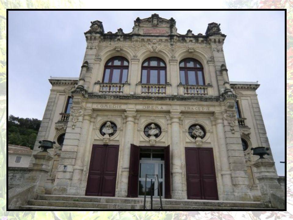 Orange Porte du midi, Orange doit sa célébrité surtout à son Théâtre antique édifié sous le règne d Auguste qui est le seul à avoir conservé son mur de scène pratiquement intact.