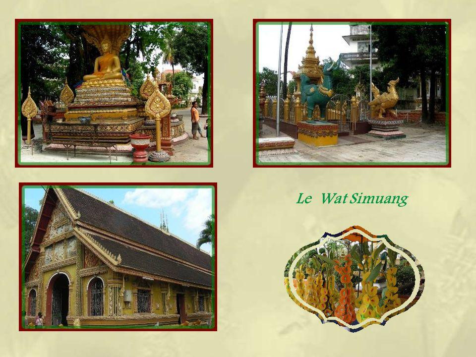 Le Wat Simuang est le lieu le plus vénéré de la ville.